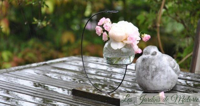 Un oiseau et un bouquet de roses…