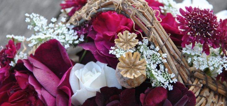 💐 Bouquet de roses du jardin: pourpre et blanc