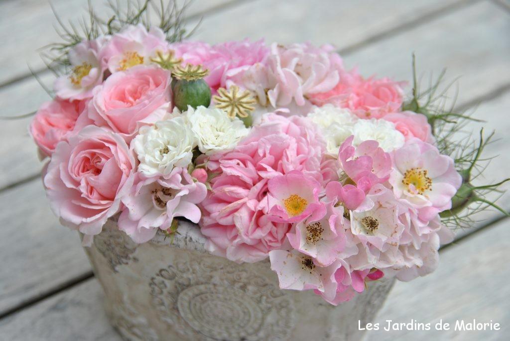 montage floral avec des roses du jardin