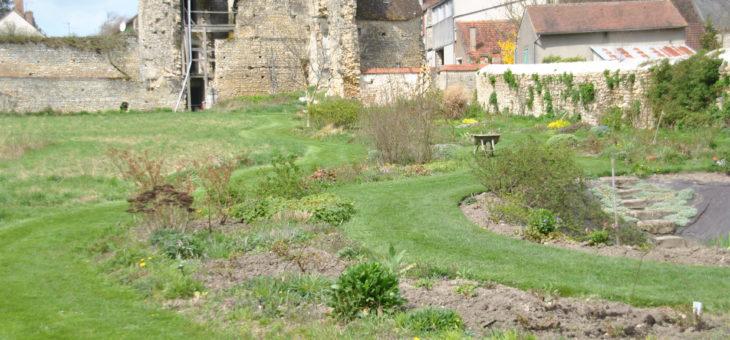 Le Jardin d'André Eve et le Théâtre des Minuits, au printemps