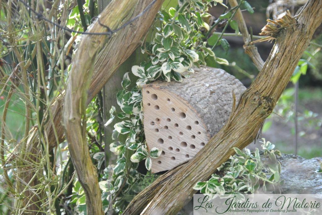 un nichoir pour les abeilles solitaires