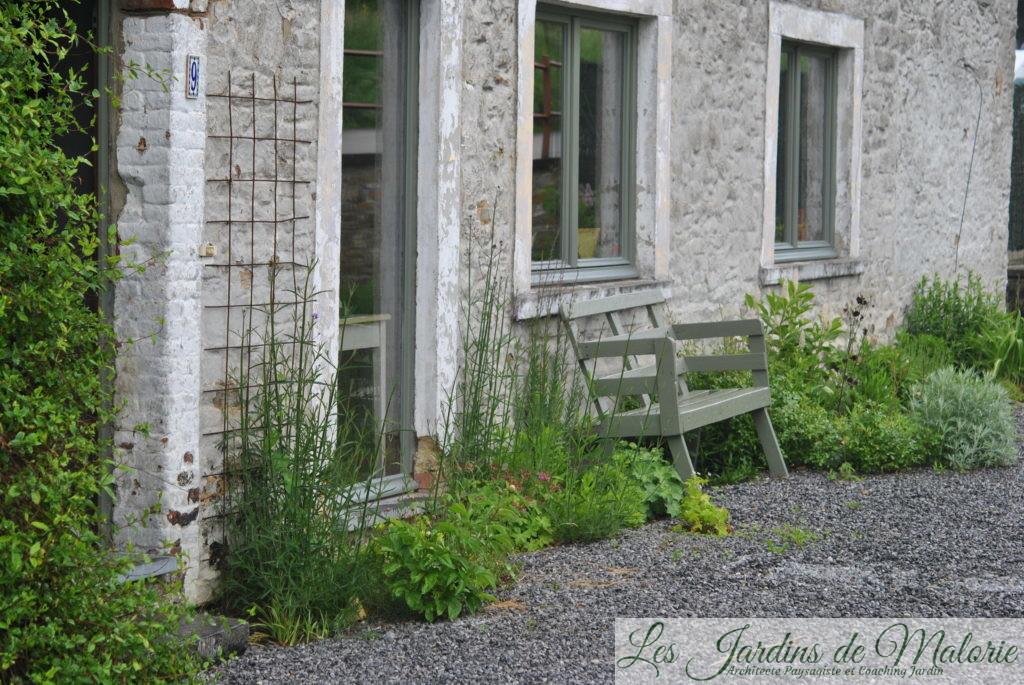 Coaching-jardin: un parterre dans les graviers, plein sud ...