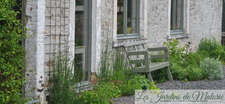 Coaching-jardin: un parterre dans les graviers, plein sud
