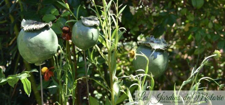 Déco de jardin : Capsules de pavots en terre émaillée